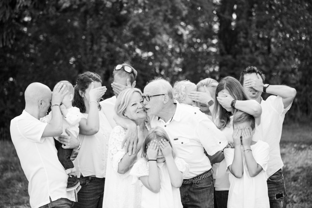 Vous recherchez un photographe de famille en Haute-Savoie ? Laura Bugnet est Photographe spécialisée grossesse, nouveau-né, bébé, famille