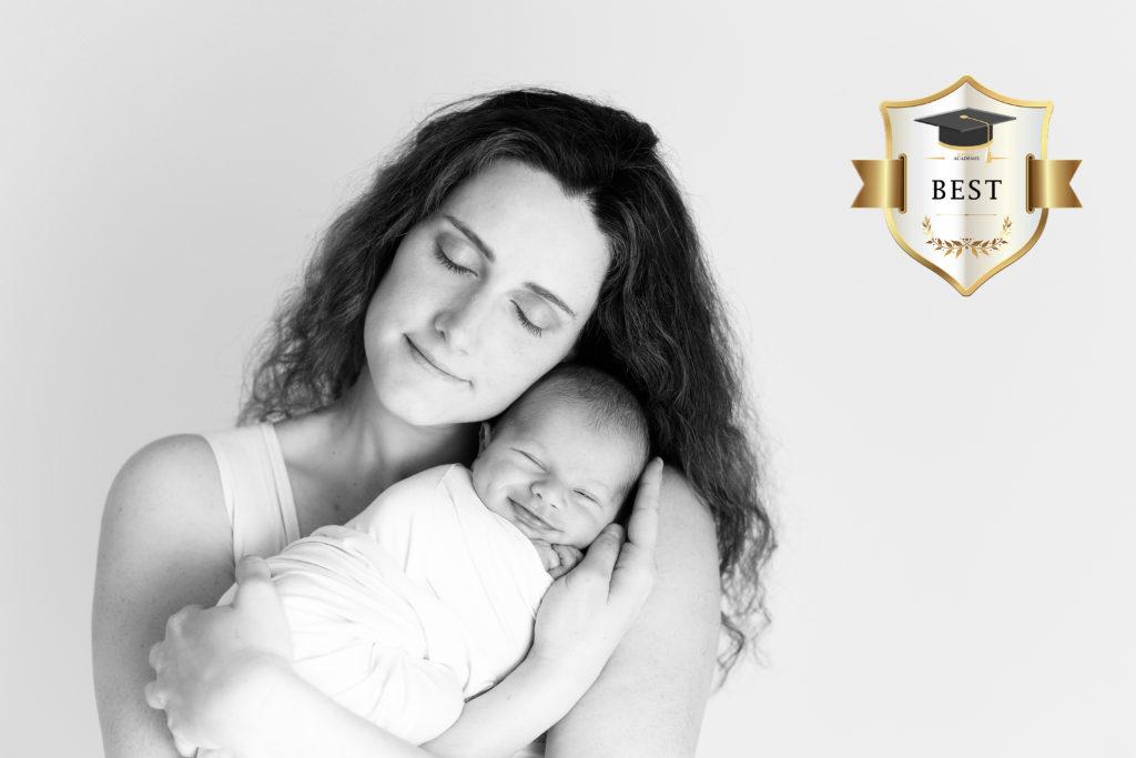 Vous recherchez un photographe nouveau-né en Haute-Savoie ? Laura Bugnet est Photographe spécialisée grossesse, nouveau-né, bébé, famille