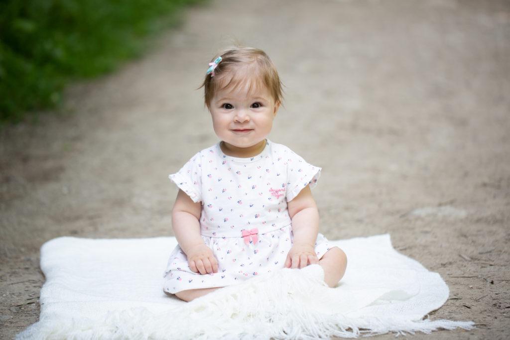 Trouver un photographe de famille en Haute-Savoie. Photographe spécialisée grossesse, nouveau-né, bébé, famille
