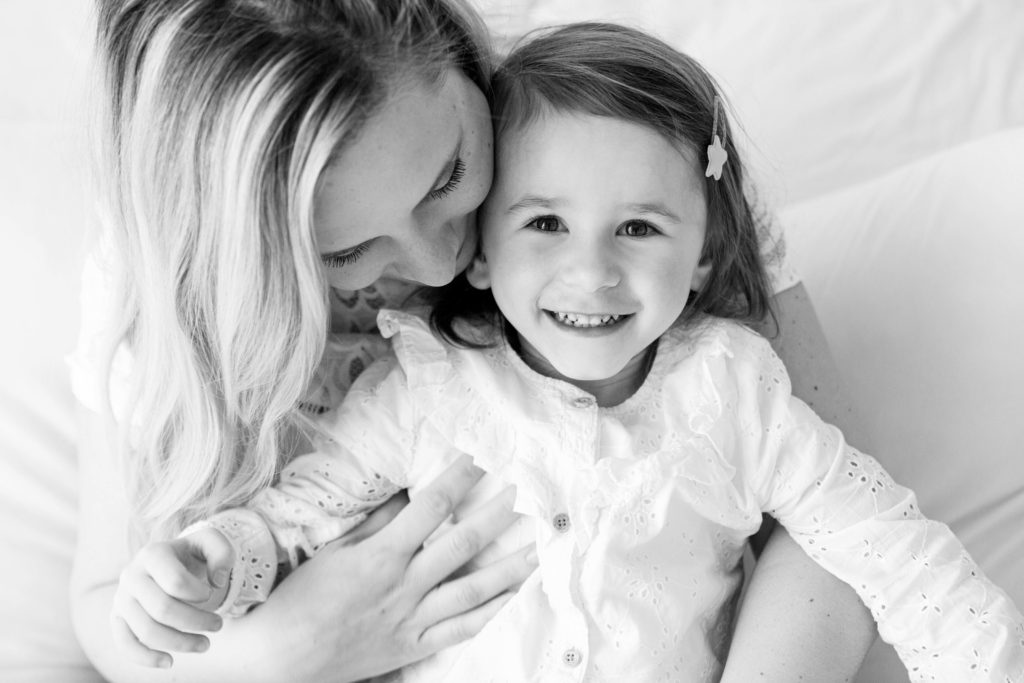 Trouvez un photographe de famille en Haute-Savoie. Photographe spécialisée grossesse, nouveau-né, bébé, famille